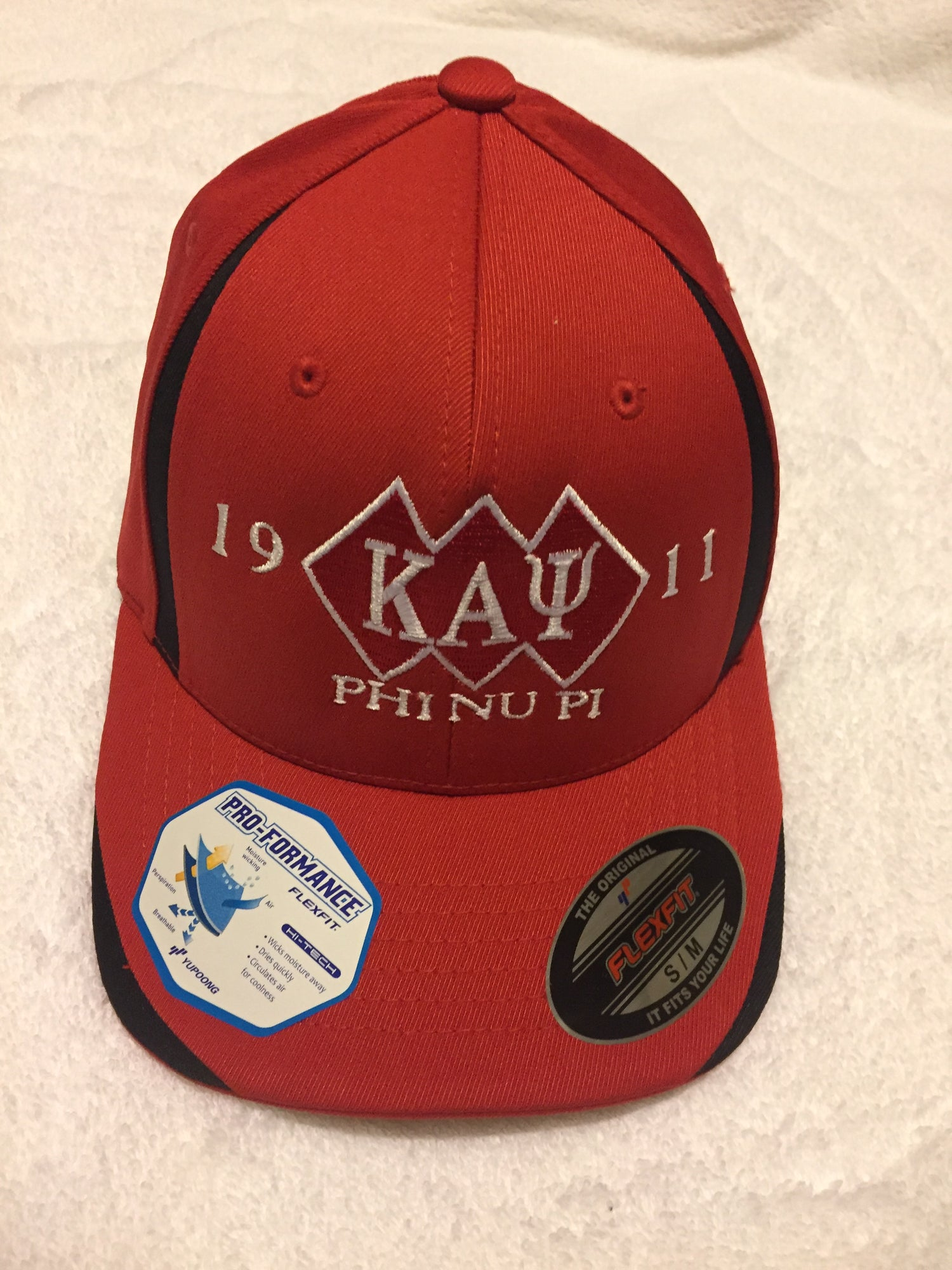 Image of Red & Black 3-Diamond Pro-Formance Flex Fit Cap