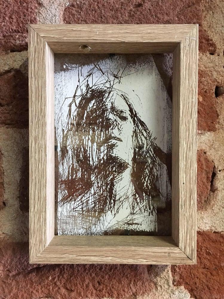 Image of BORONDO | Glass scratch 1