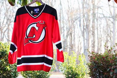 "Image of Rare 90's Vintage Starter ""NEW JERSEY DEVILS"" Hockey Jersey Sz: Medium"