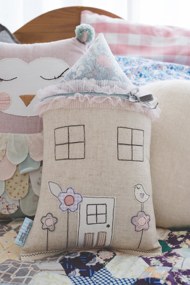 Image of PREORDER Vintage little love bird house cushion