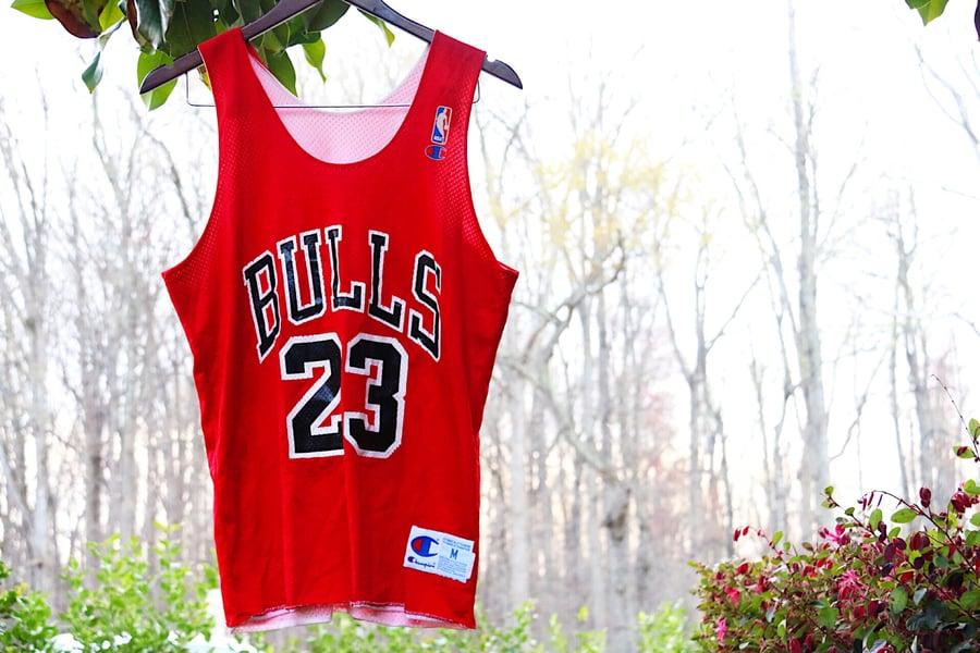"Image of Rare 90's Vintage Champion Chicago Bulls ""MICHAEL JORDAN"" Mesh Basketball Practice Jersey Sz: Medium"