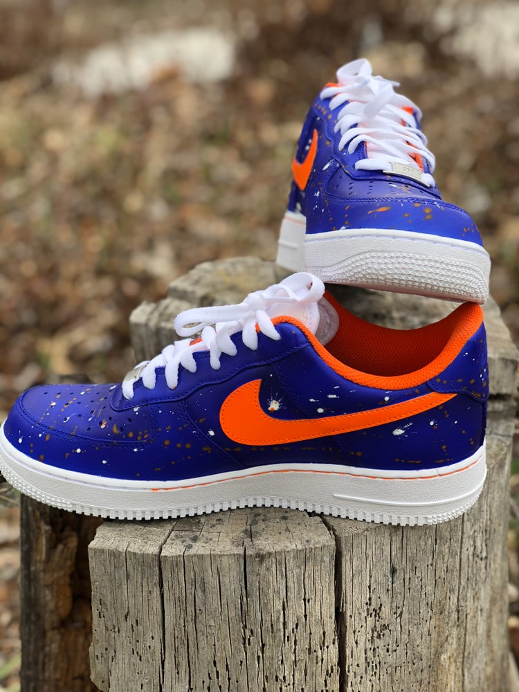 Image of Knicks tape color changing Air Force ones