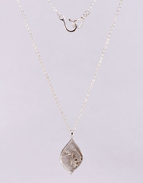"Image of ""Fragment"" Arch Drop Pendant Necklace"