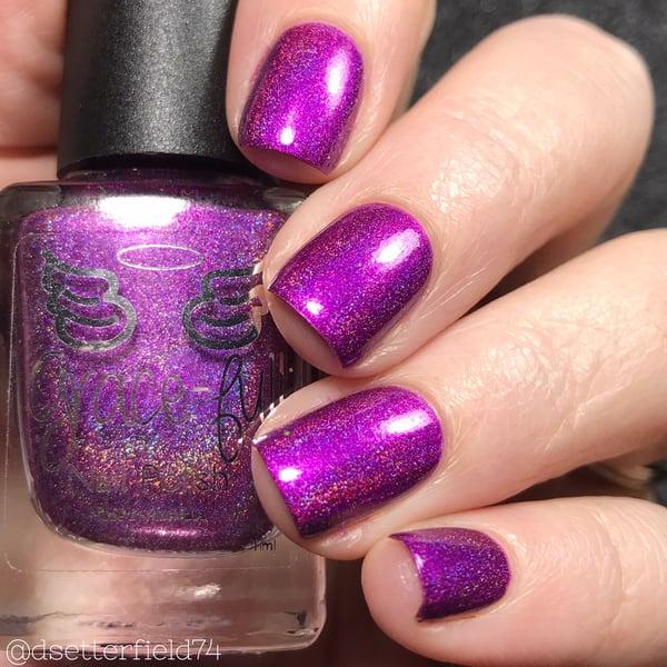 Image of Zooper Dooper – a bright violet purple linear holo