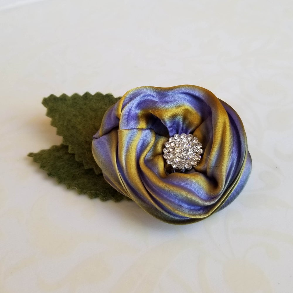Image of Periwinkle Vinca Floral Brooch (Small)