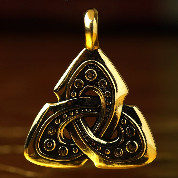 TRIQUETRA :: CELTIC SHIELD KNOT
