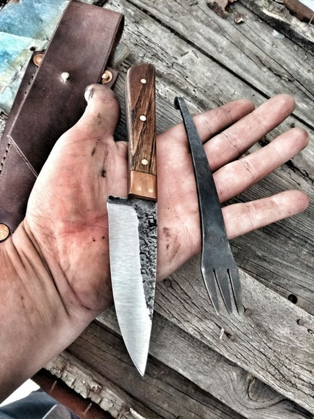 Image of Cuchillo Outdoors con tenedor.