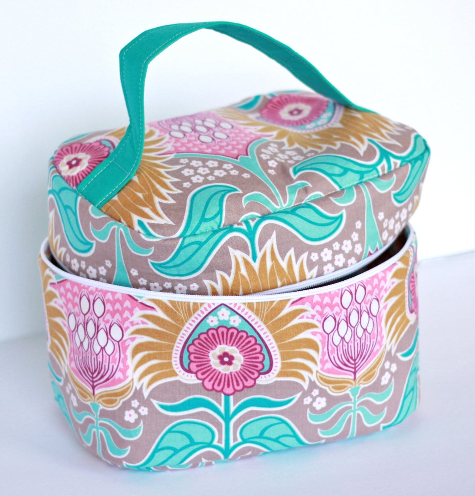 Image of Vintage Inspired Train Case Complete Sewing Kit