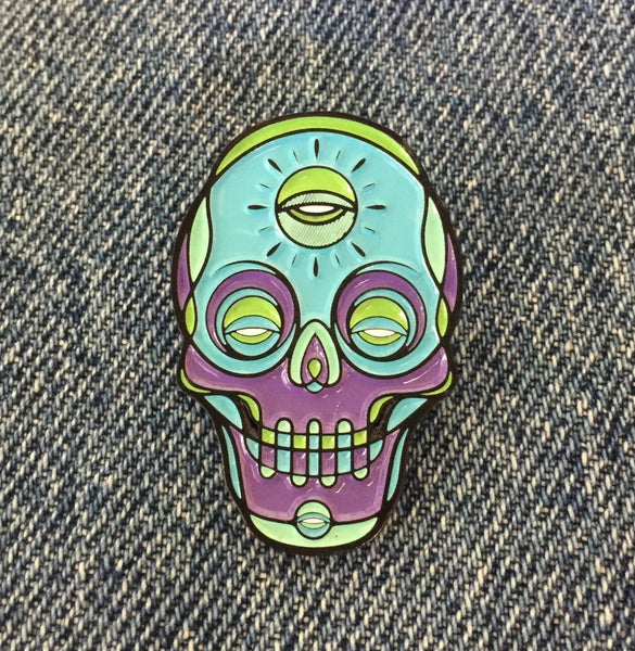Image of SKULL ENAMEL PIN