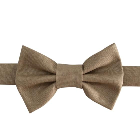 Image of raffia bow tie