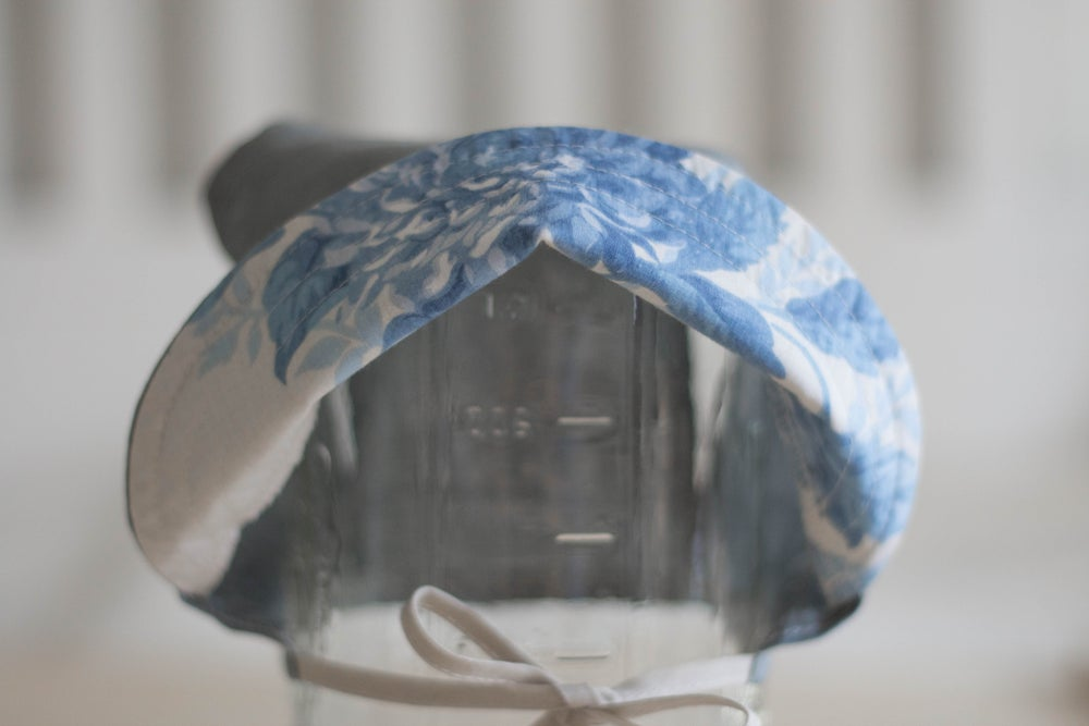 Image of Organic Charcoal Sun Bonnet with Ocean Floral Brim