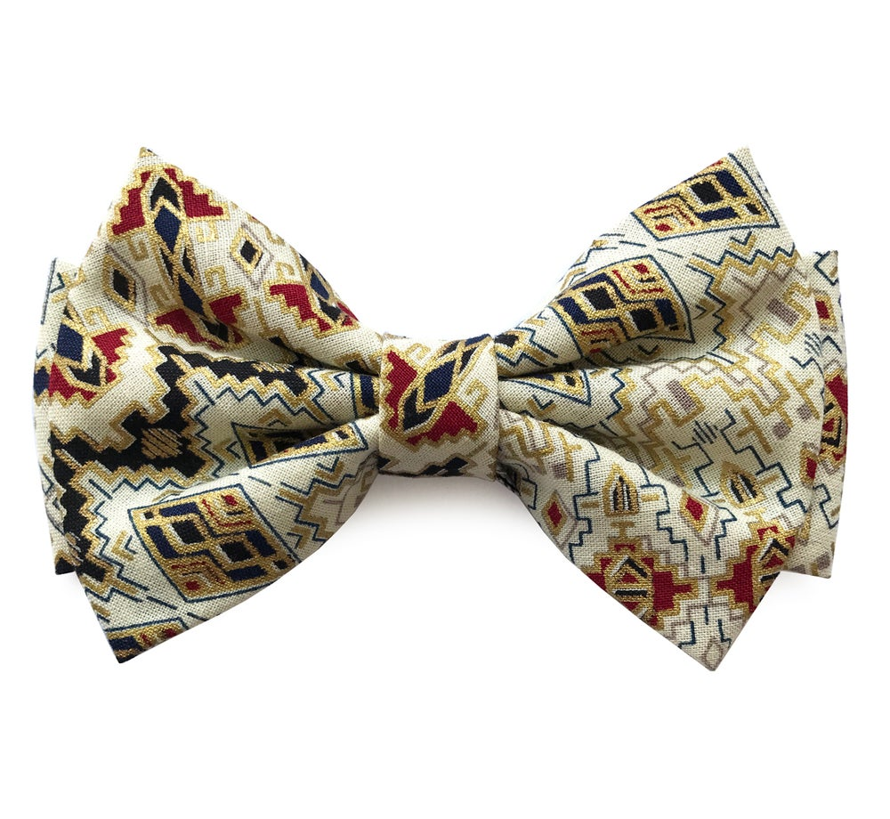Image of Graphic Gold pre-tied Bow tie