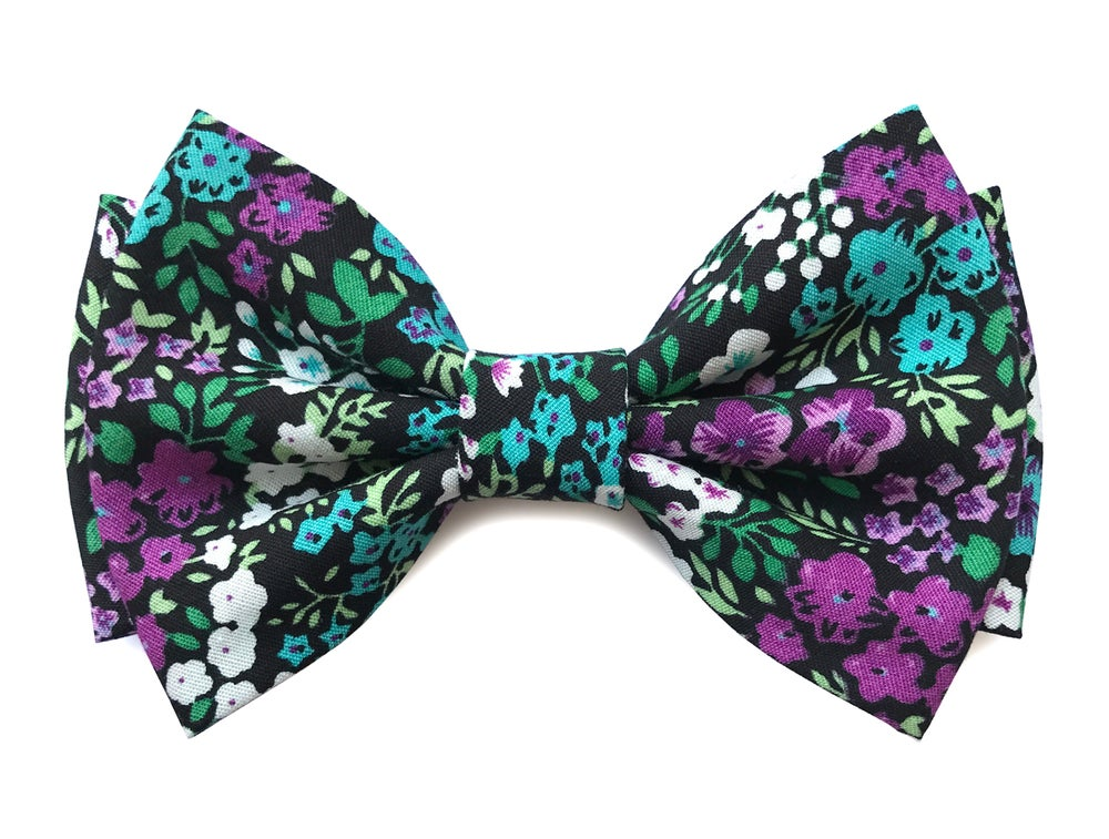 Image of Floral pattern pre-tied Bow tie