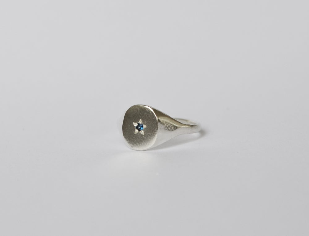 Image of Signet ring with stone