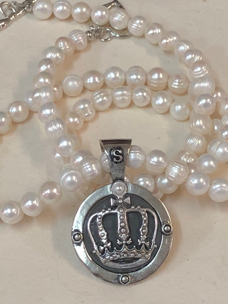 Image of AN012-Long Freshwater Pearl with Crown pendant necklace