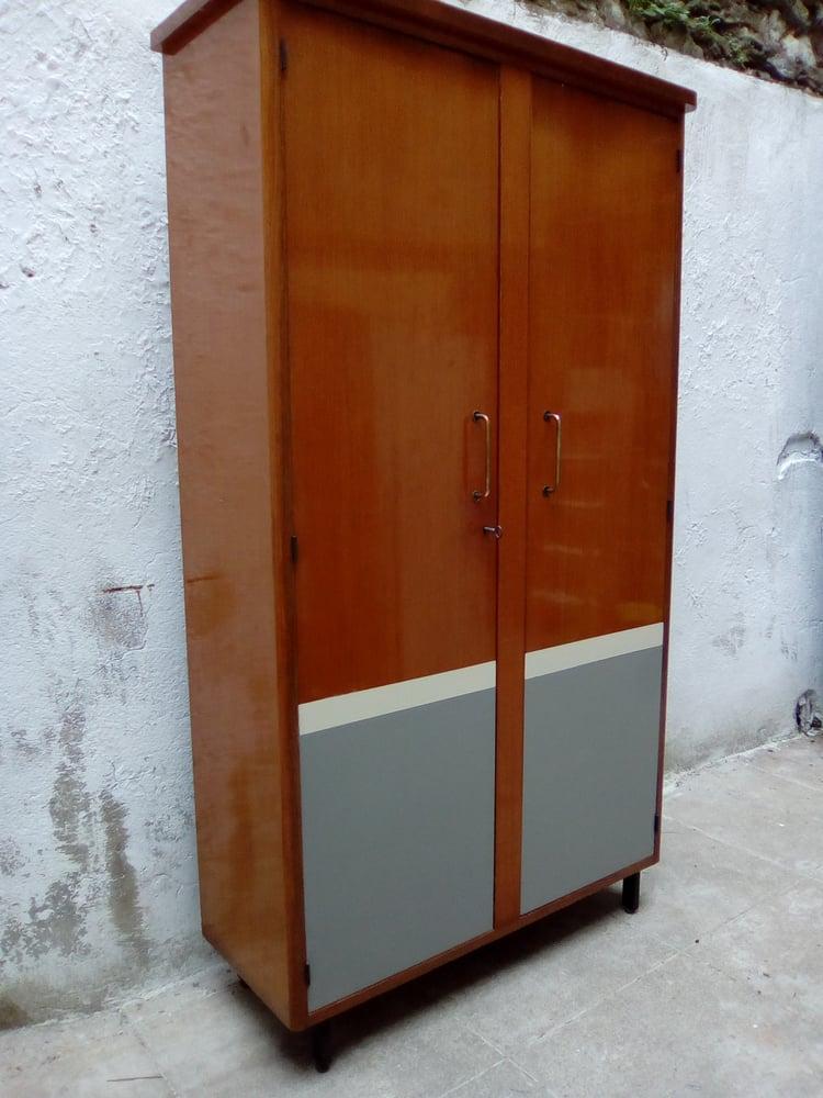 Image of Lingére penderie-meuble de métier
