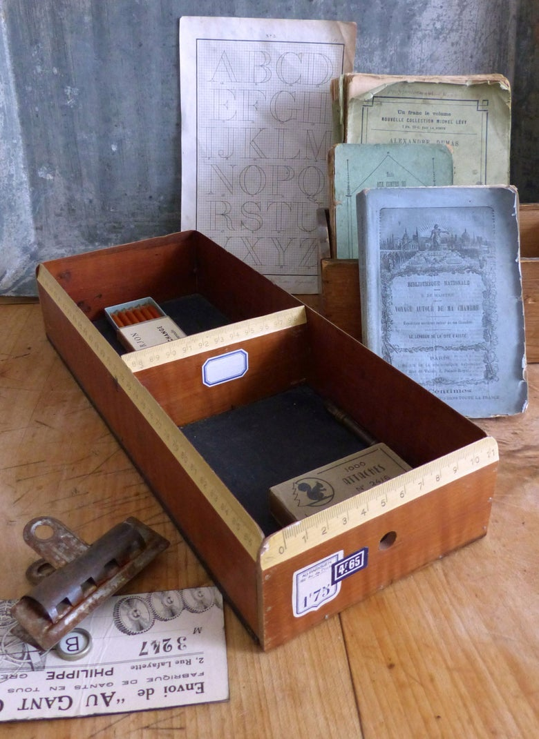 Image of Boite à fiches fabriquée avec une ancienne règle d'écolier