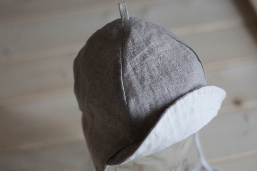 Image of Berlin Bonnet in Organic Gray Linen and White Cotton