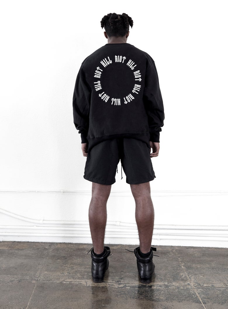 "Image of Black ""RING"" Logo Crewneck Sweatshirt"