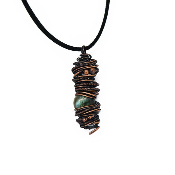 Image of Labradorite and copper with pearls pendant