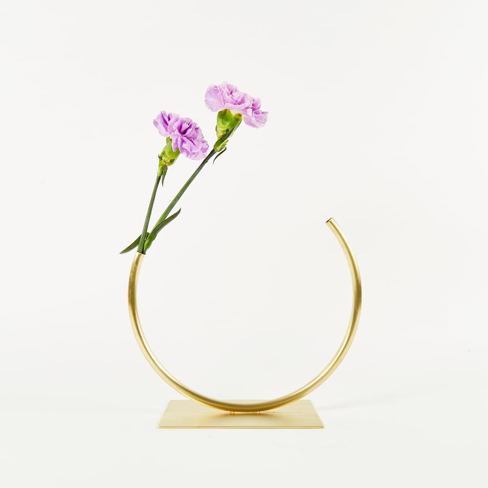Image of Vase 574 - Edging Over Vase