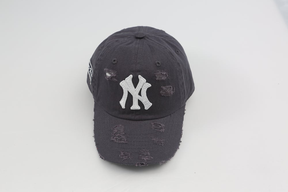 Image of New York Yankees Black Distressed Dad Hat