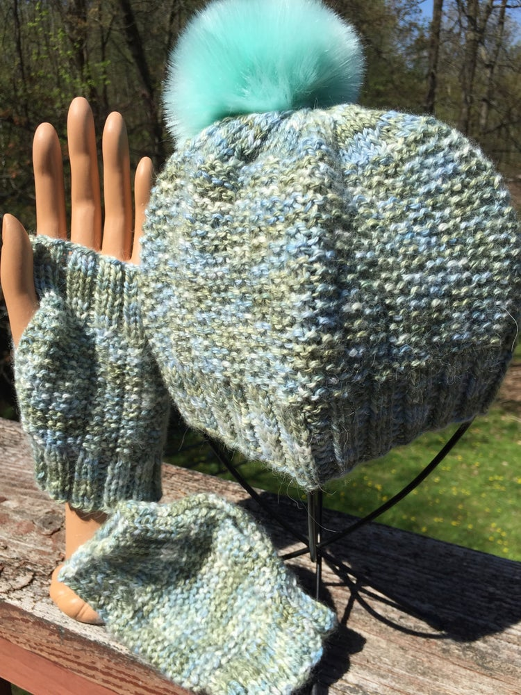 Image of 100% Alpaca Seed Stitch hat (w/Pom Pom) & fingerless mitts