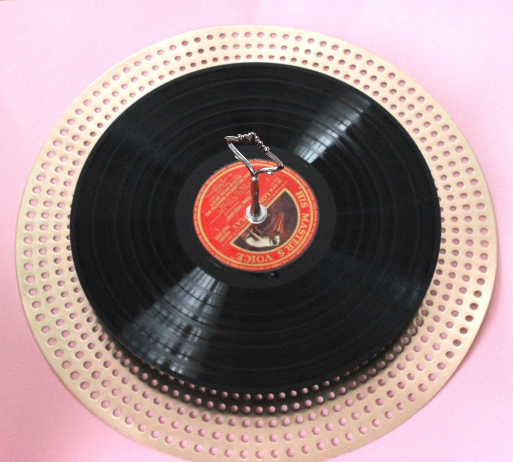 Image of 1-tier vinyl record cake plate with footed stand