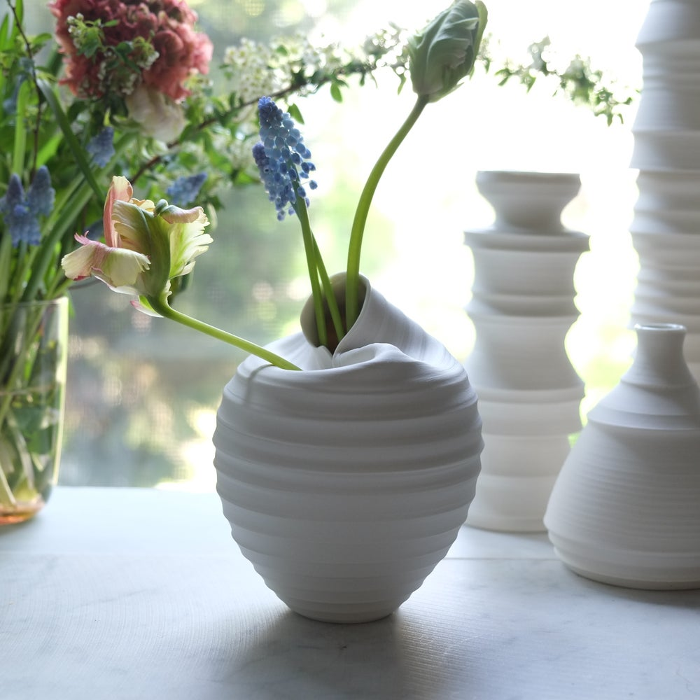 Image of Scorpion Vase, Warm White, #662