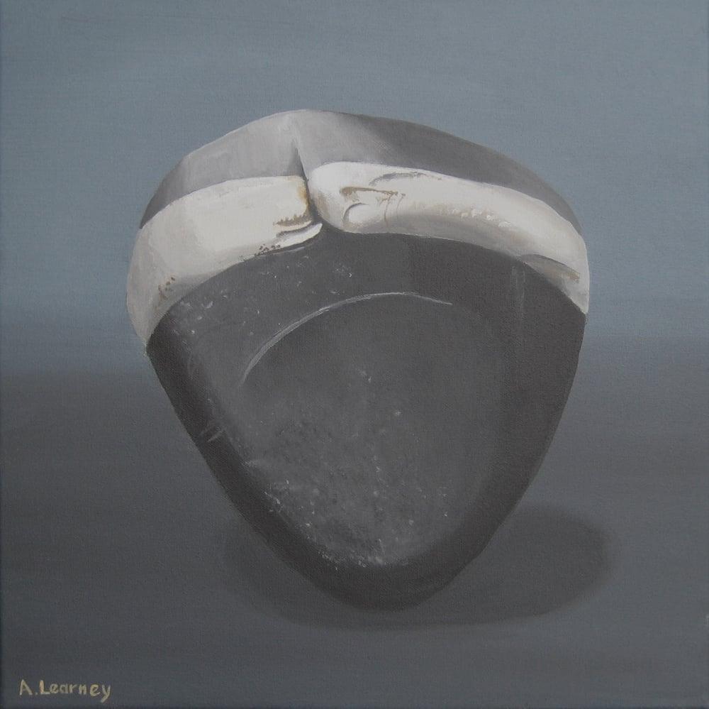 Image of Pebble with quartz band