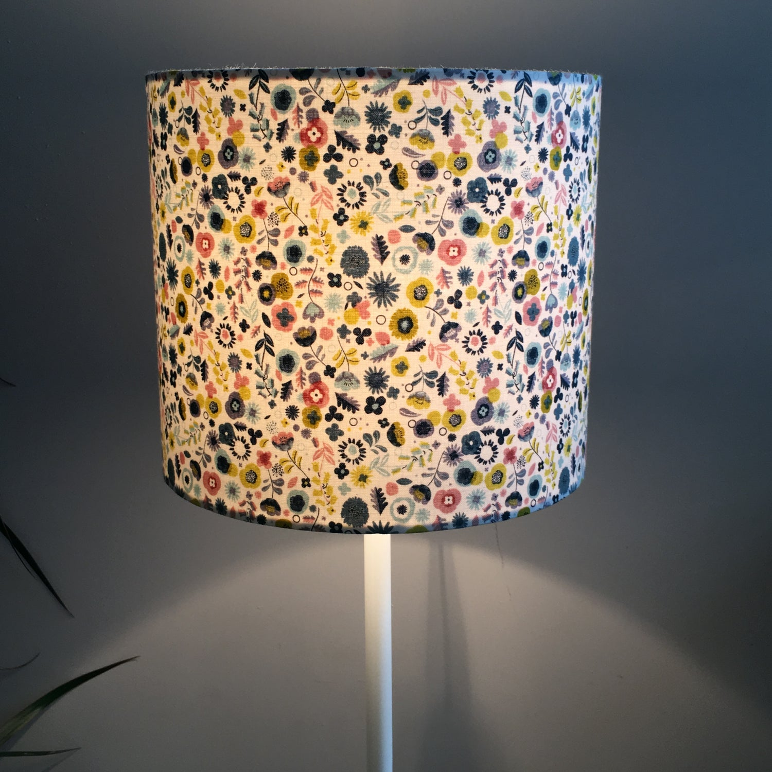 Image of Modern Retro Ditzy Floral Shade