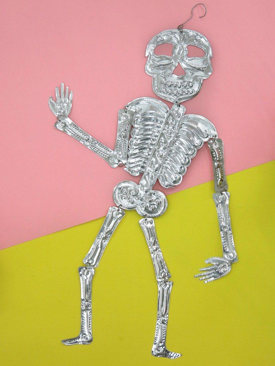 Image of Squelette décoratif en aluminium embossé