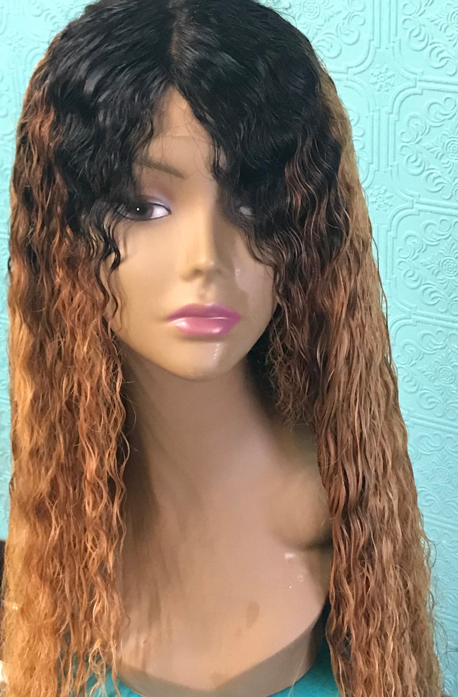 "Image of 30"" curly wig"