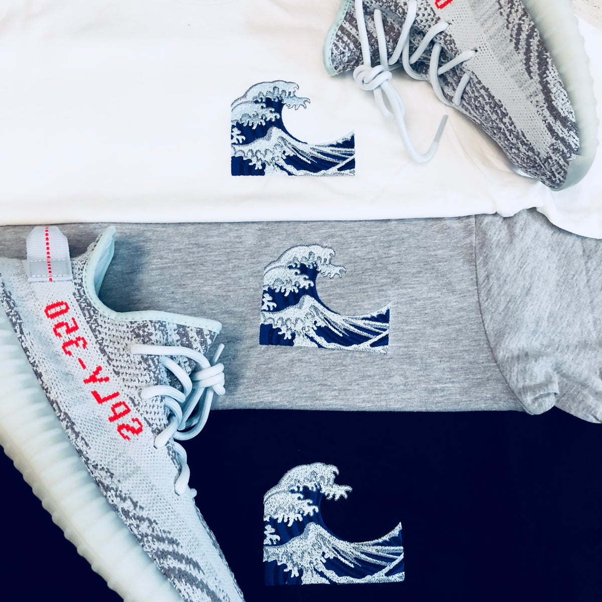 Image of WAVE (BLUE TINT) EMBROIDERY LONG BODY T-SHIRT W/ SCALLOPED BOTTOM HEM & DAD HAT