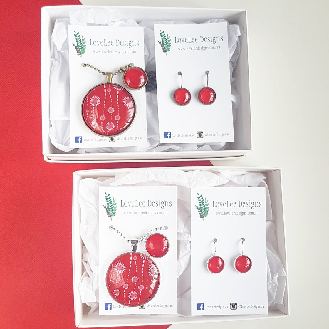 Image of Gift Set - Red & White Blooms