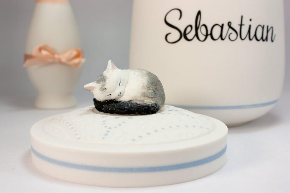 Image of Ragdoll Cat, Persian Cat, Maine Coon, Harlequin Custom Cat Urn