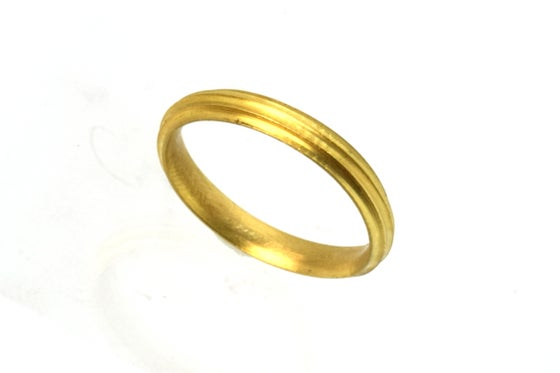Image of 18ct Round, grooved 'Strata' Ring by Chris Boland. Wedding Band