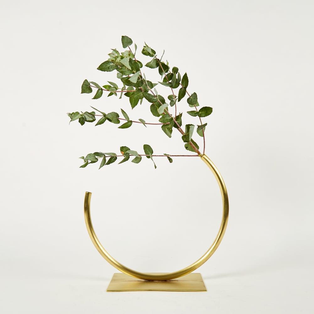 Image of Vase 595 - Edging Over Vase