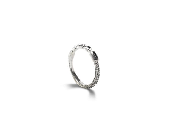 Image of Pegaso ring with black spinels