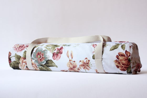 Image of Vintage Flower 🍂 Yoga Bag