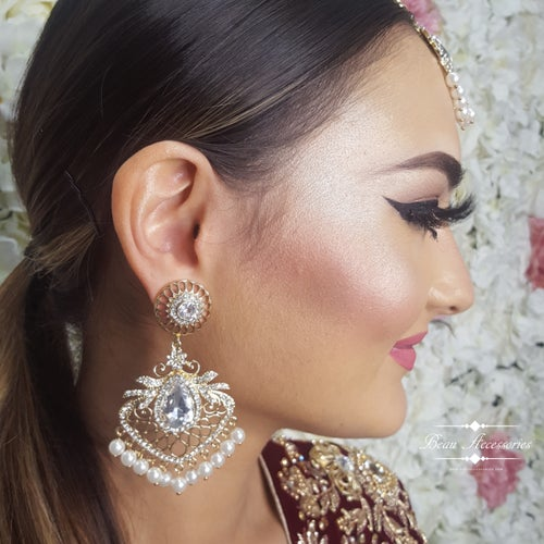 Image of Golden Pearl Earrings and Tikka Set