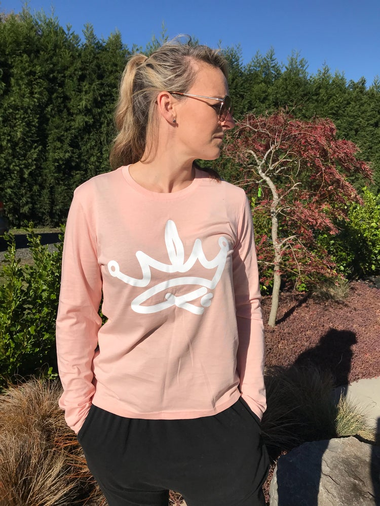 Image of QUEENS LONG SLEEVED TEE - PINK