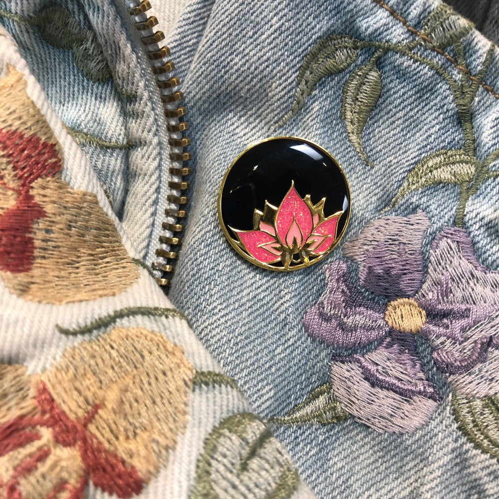 Image of 179 Golden Lotus Lapel Pin