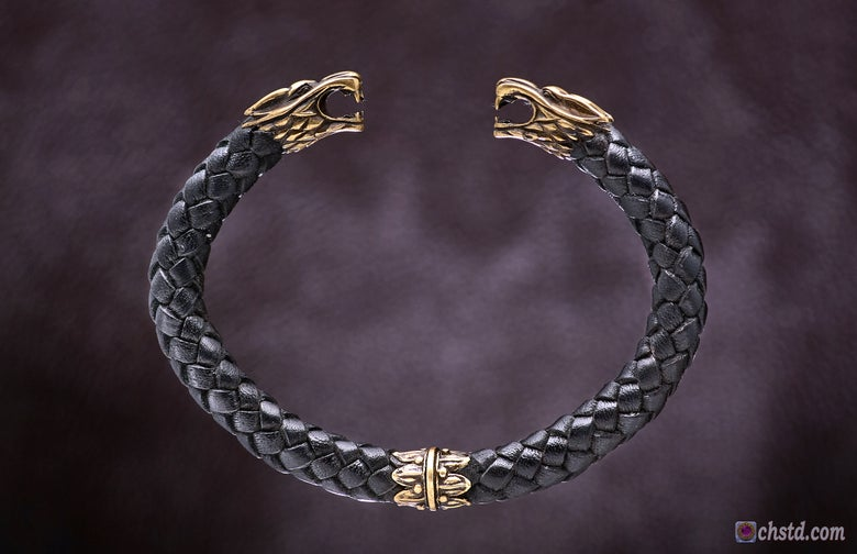Image of Leather Torc Bracelet / Wolfs / Black
