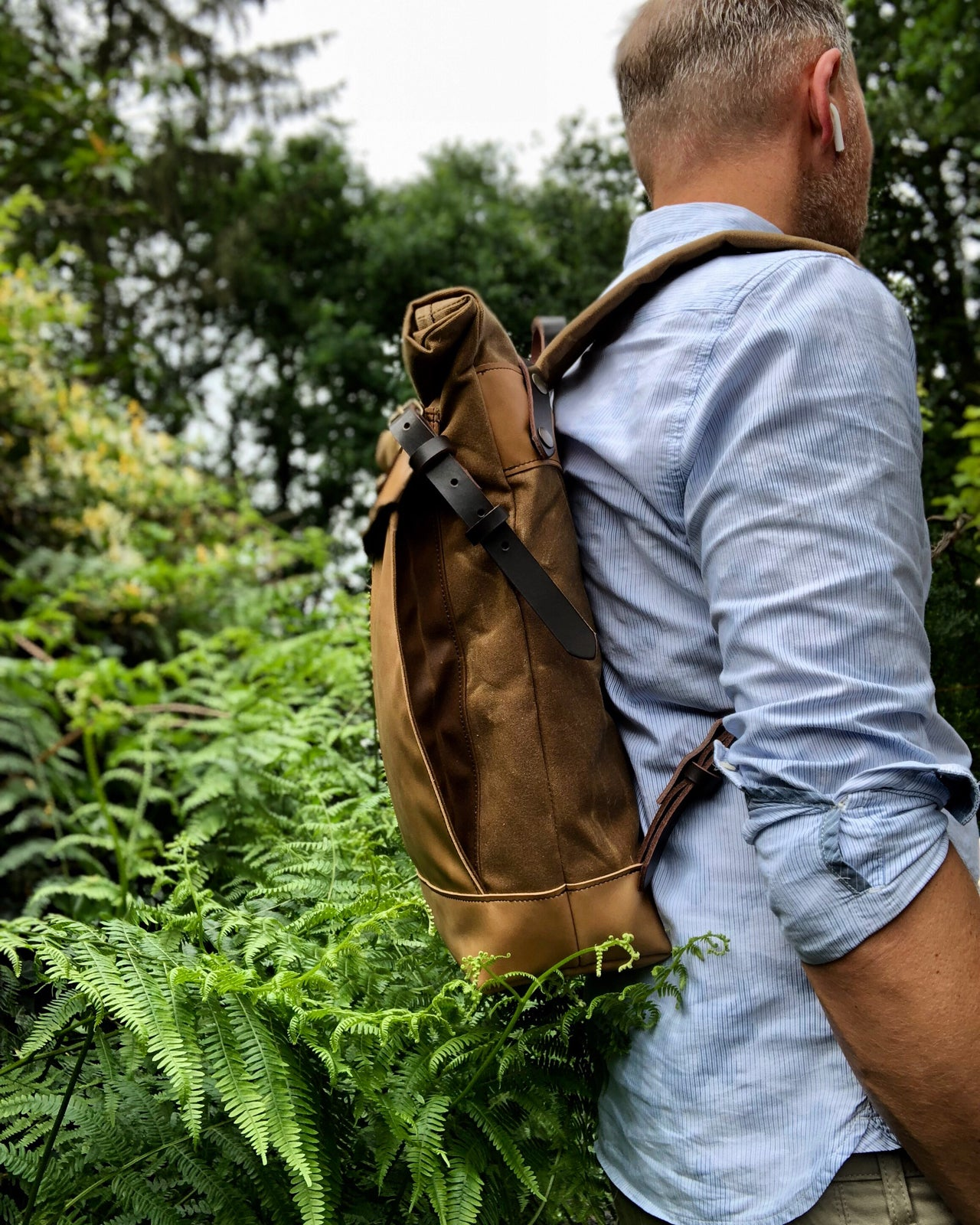 Image of Backpack medium size rucksack in waxed canvas, with leather front pocket and bottom