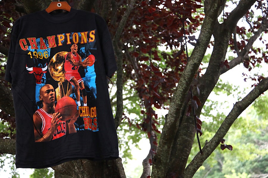 "Image of Rare 1996 Vintage ""CHICAGO BULLS 1996 NBA Champions"" Deadstock Double-Sided Rap Tee Sz: Large"