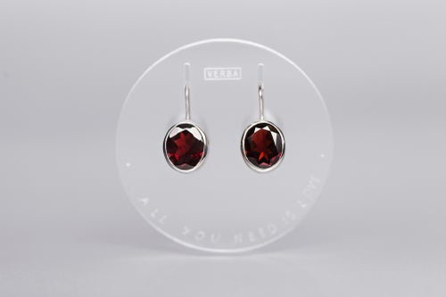 Image of silver earrings with garnets AMORE TANTUM OPUS EST