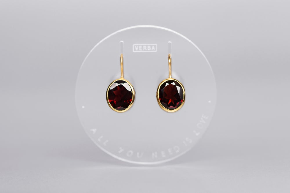 Image of gilded silver earrings with garnet AMORE TANTUM OPUS EST