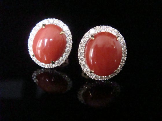 Image of SUPERB STUNNING 18CT NATURAL CORAL AND DIAMOND 1-20CT CLUSTER EARRINGS