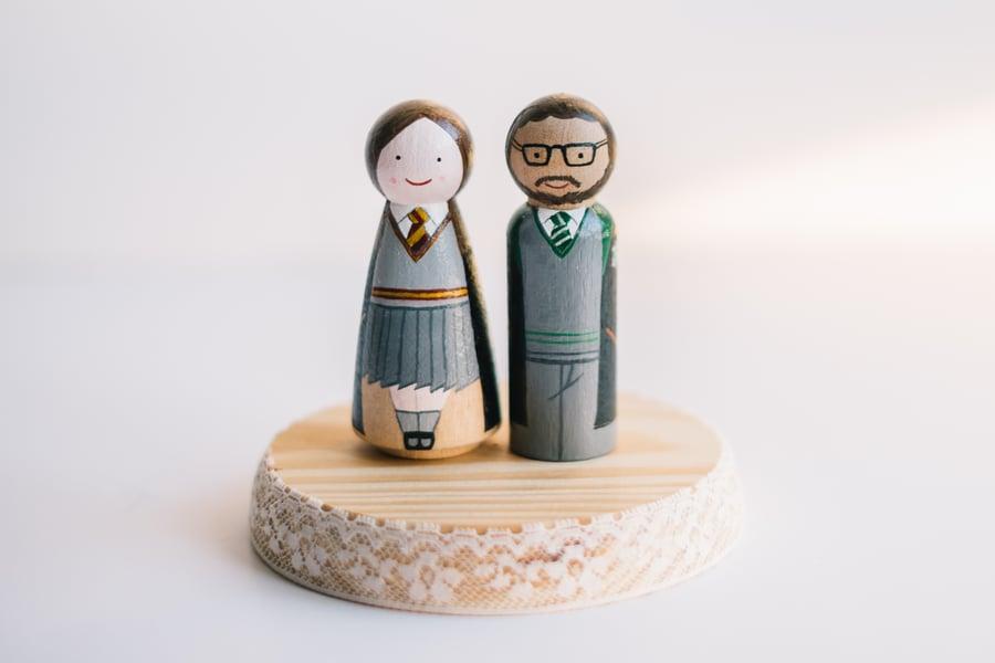 Image of Figuras de madera para tarta de Boda, originales y divertidas.